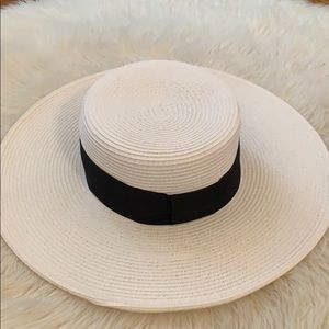 Nine West beach hat - never used